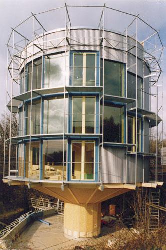 > 太阳能房屋